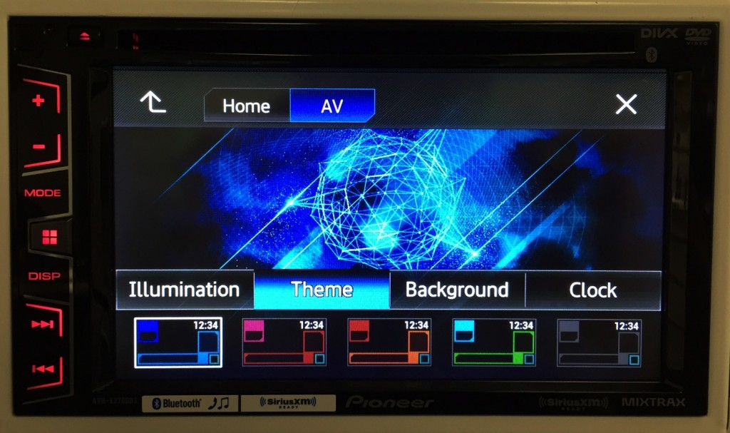 Pioneer Double Din AVH-X2700BS has a highly customizable display.