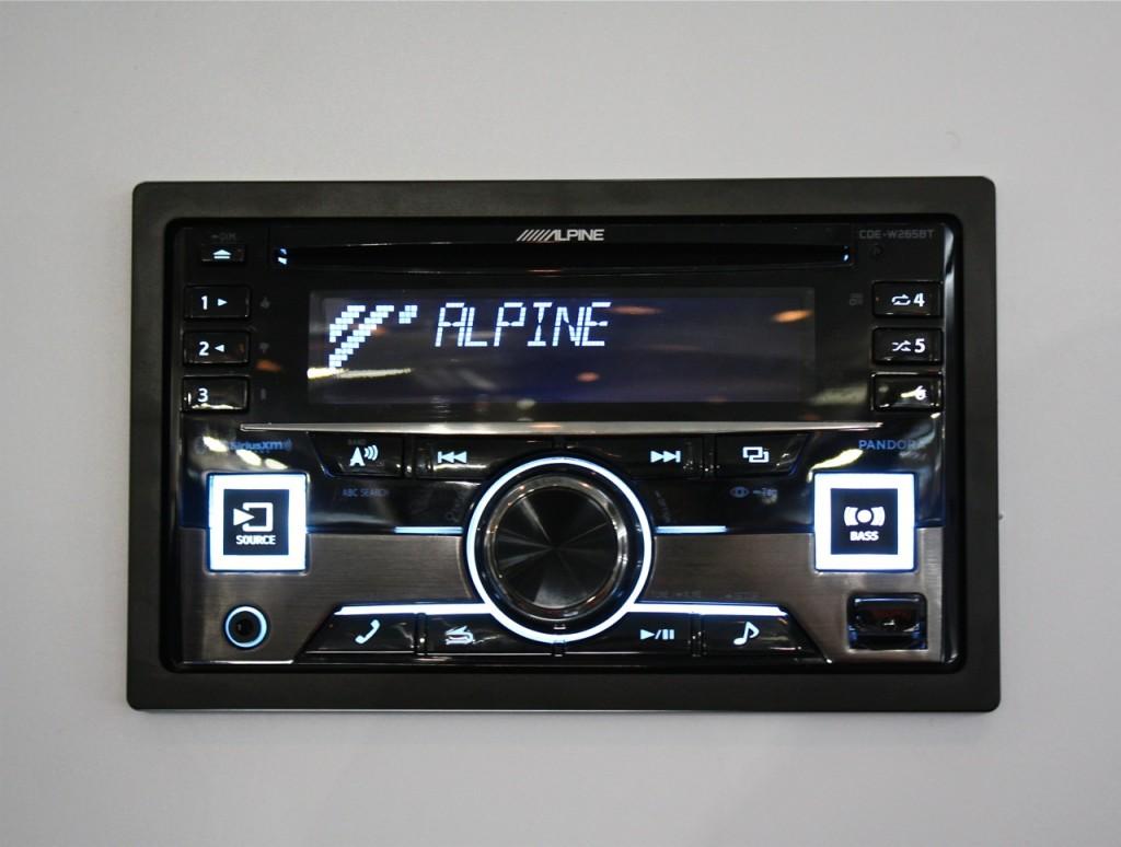 Alpine CDE-W265BT CES 2015