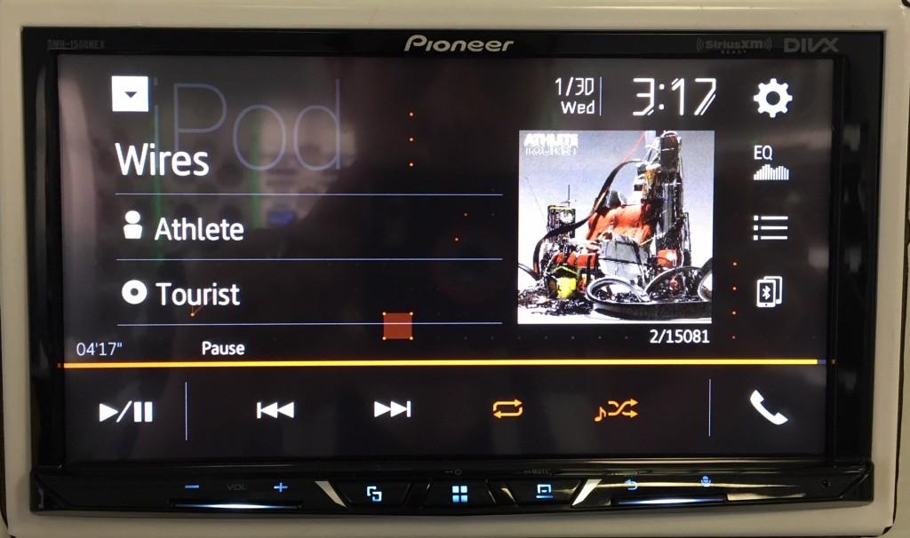 Best Apple CarPlay Stereo 2019 - Pioneer DMH-1500NEX iPod Screen