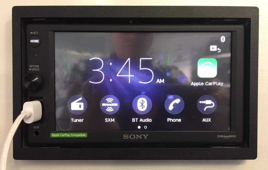 Best Apple CarPlay Stereo 2019 - Sony XAV-AX1000 home screen