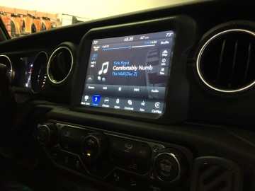"Jeep Wrangler JL Stereo Upgrade - 8.4"" Uconnect with Premium Alpine System."