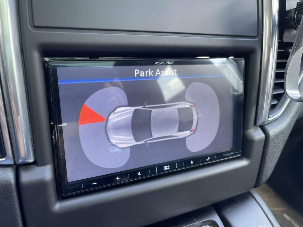 Porsche Macan - park sensors retained Alpine iLX-W650.